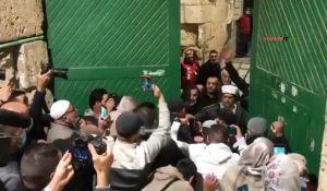 חדשות, חדשות בארץ, מבזקים צפו: מאות מוסלמים פרצו את שערי הר הבית