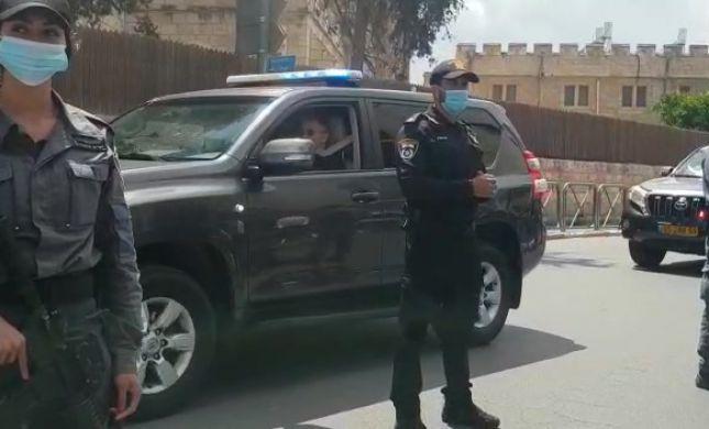 בתמיכת השרים והפעילים: נתניהו הגיע לבית המשפט
