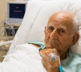 חדשות בריאות, חינוך ובריאות צפו בדיון: טיפול בחולה צעיר מול זקן – מי קודם למי?