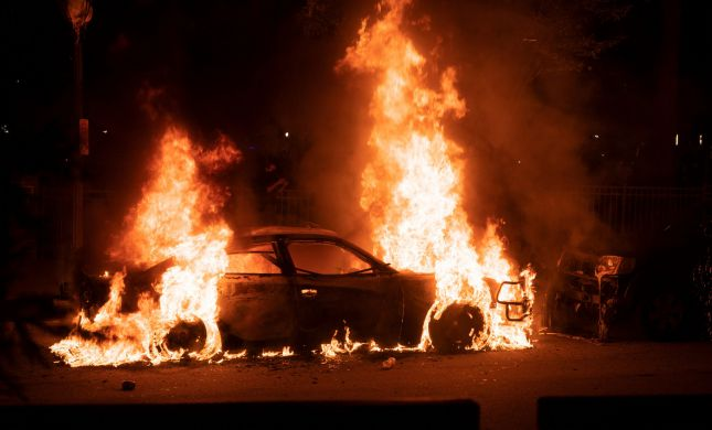 """מהומות בארה""""ב: עשרות שוטרים ומפגינים נפצעו"""