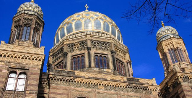 גרמניה חוזרת לשגרה: בתי הכנסת ייפתחו השבת