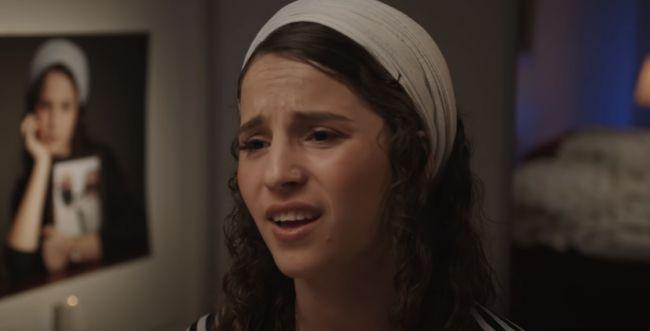 מרגש: בתו של הרב מיכי מרק בשיר לזכרו. צפו
