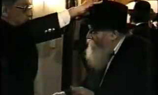 צפו: האדם שנתן דולר וברך את הרבי מלובביץ'