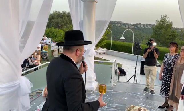 צפו: צמרת עולם המשפט התייצבה בחתונה הסרוגה