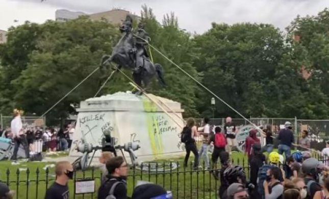 """ארה""""ב: מפגינים ניסו להפיל את פסל של הנשיא ג'קסון"""