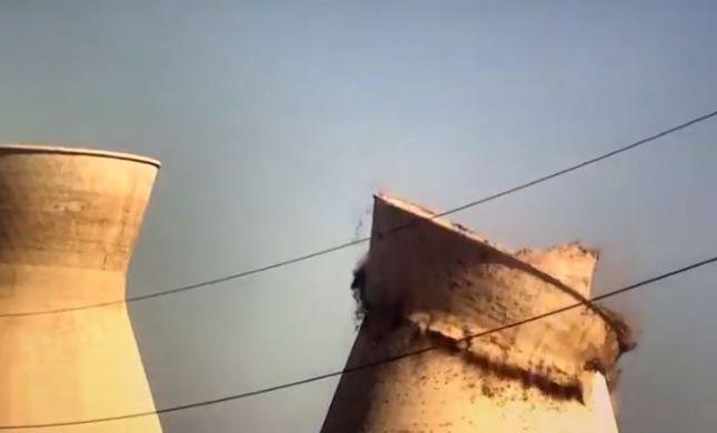 תיעוד: רגע קריסת הארובה בבתי הזיקוק בחיפה. צפו