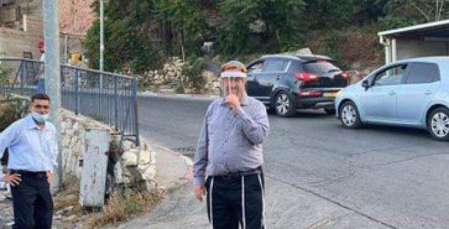 יהודה גליק הוכה וגורש מניחום משפחת אלחאלאק