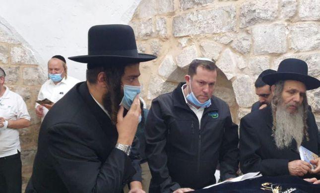 """אלפים בקבר יוסף: """"לא נקבל ריבונות סמלית"""""""