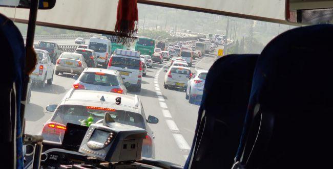 חסימות כבישים ופקקי ענק בדרך לירושלים