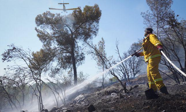 שריפת קוצים באלפי מנשה: האש מסכנת את בתי הישוב