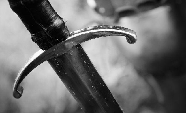 """שלף חרב על אשתו וקרא: """"אני אהרוג אותך"""""""