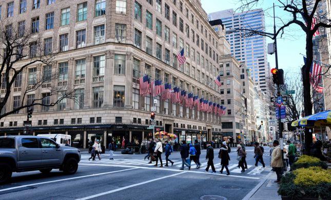 היינו כחולמים: בצל הקורונה סאקס חנות הדגל הניו יורקית נפתחת מחדש לקהל הרחב