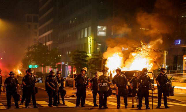"""המהומות בארה""""ב: לפחות 3 שוטרים נורו למוות במחאות"""