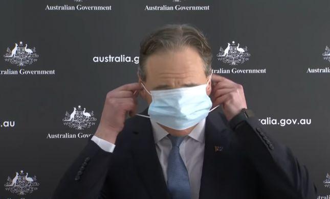 צפו: שר הבריאות האוסטרלי מסתבך בעטיית מסיכה