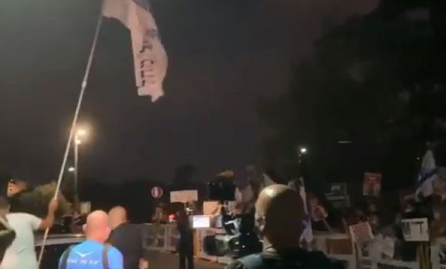 שכן של נתניהו בקיסריה יצא למפגינים עם דגל הליכוד