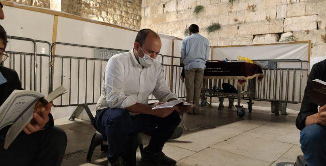 """""""נתפלל לשלום בית"""": הפוליטיקאים מציינים את תשעה באב"""