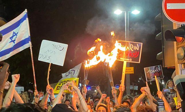 הפגנת השמאל: התיזו גז פלפל כנגד קצין משטרה