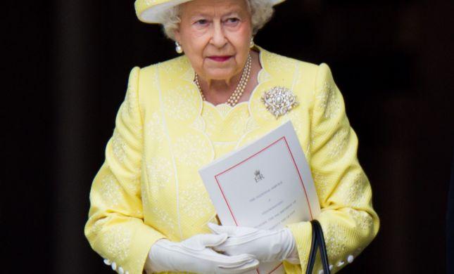 מלכת אנגליה בזום מספקת הצצה לאופנת הבית שלה
