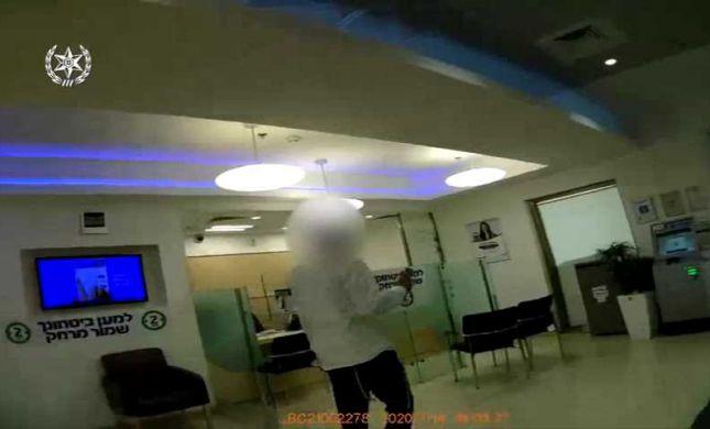 הגיע לבנק, סירב בתוקף לשים מסכה עד שנעצר. צפו