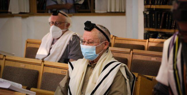 הממשלה קבעה: בתי הכנסת יוגבלו ל-19 מתפללים