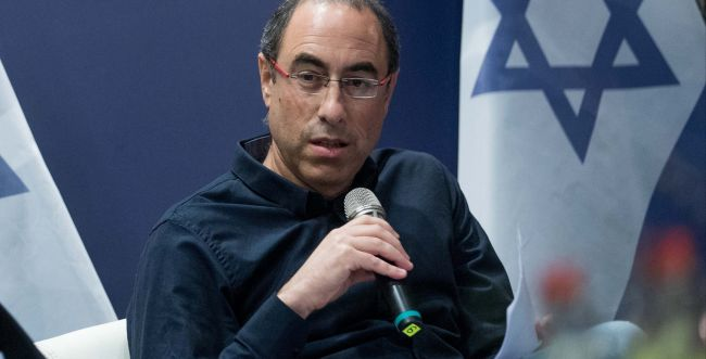 קלמן משיב אש לעיתונאי הימין: 'גידולי פרא שרלטנים'