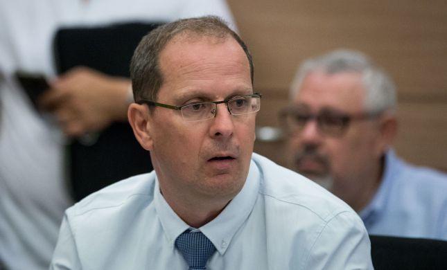 רז נזרי: החלטה נגד מנהל 'הריאלי' תינתן רק באישורנו