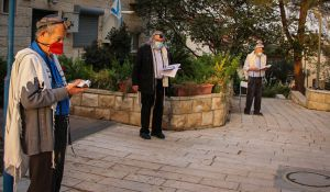 יהדות, על סדר היום אקט מוסרי: אנחנו נדרשים לחזור להתפלל בחוץ