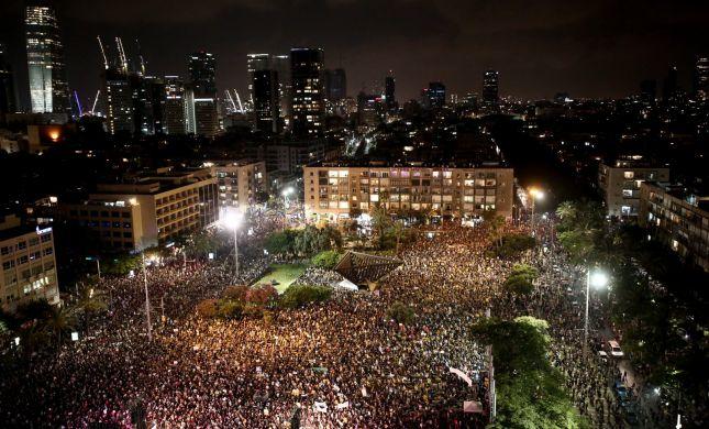 """""""שחררו את הכסף"""": אלפי עצמאים מפגינים בכיכר רבין"""