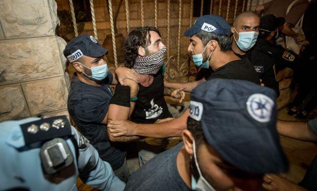 צפו באלימות השמאל: תקיפת שוטרים ולינץ' בבלש