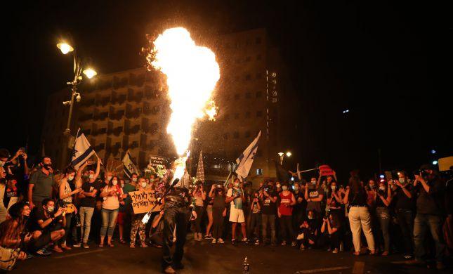 צפו: הפגנת הימין והשמאל מול מעון ראש הממשלה
