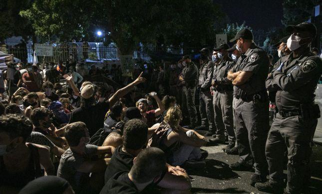 הפגנת השמאל | 12 נעצרו, כמחצית בשל תקיפת מפגין