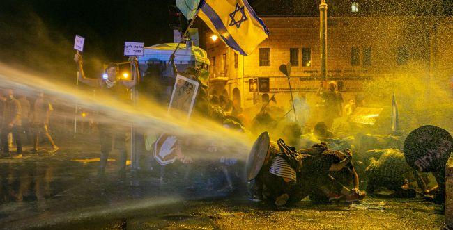 """היועמ""""ש: אין אכיפה בררנית נגד המפגינים בבלפור"""