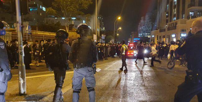 """ההפגנות בת""""א ובירושלים   """"חרדי הוא אזרח חסר זכויות"""""""