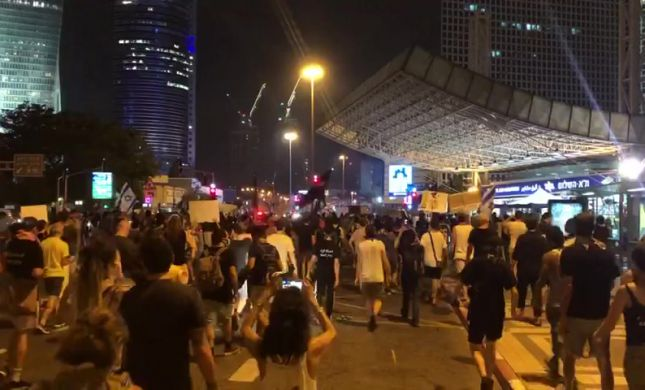 מפגינים נדקרו בהפגנה נגד נתניהו