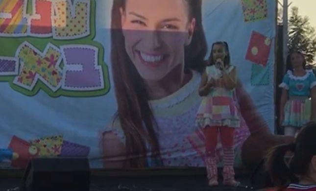 צפו: לאחר 5 חודשים, כוכבת הילדים פרצה בבכי בהופעה