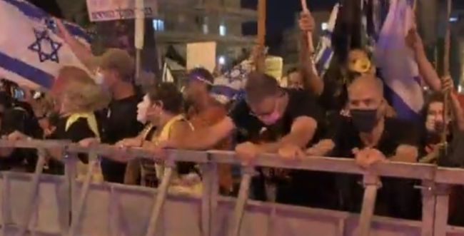 בעקבות הטענות: המשטרה מפרסמת תיעוד מהפגנת השמאל. צפו