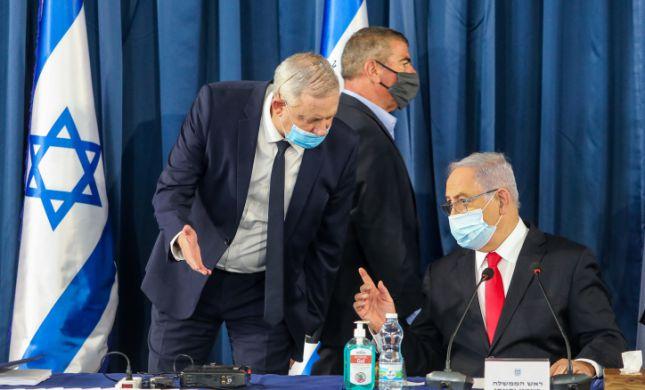 על סף פירוק: גנץ בוחן העברת חוק לפסילת נתניהו