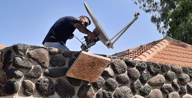 הזוי: הביאו לוויין לנופש והתקינו אותו על הגג