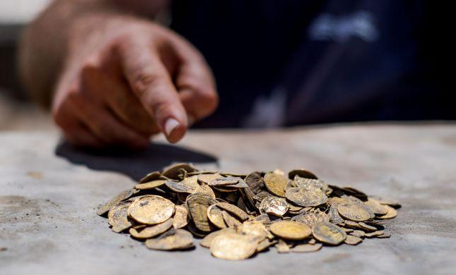 צפו: נערים חשפו מטמון נדיר בן 1,100 שנה
