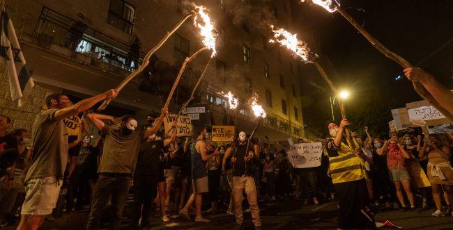 עתירה: ההפגנות מול מעון ראש הממשלה יעצרו?