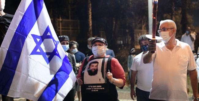 """מאות מפגינים במקום בו נרצח הרב שי אוחין הי""""ד"""