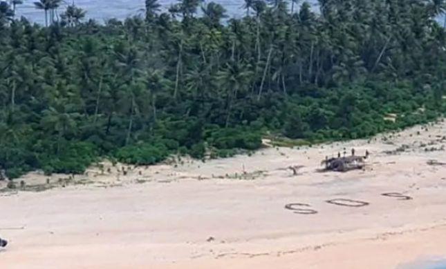 מטורף: נתקעו על אי בודד - וחולצו בזכות כיתוב על החוף