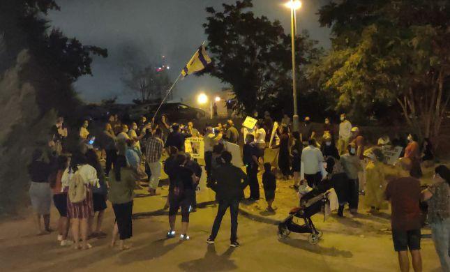 צפו: הפגנה נגד השופט מני מזוז,האבטחה סביבו תוגברה