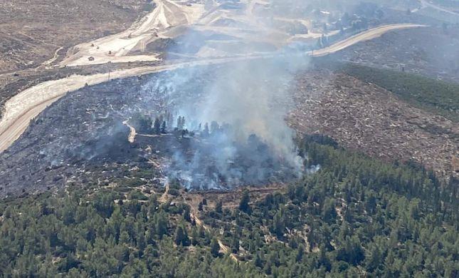 צוותי כיבוי נאבקו בשריפה בסמוך למחסום תרקומיא