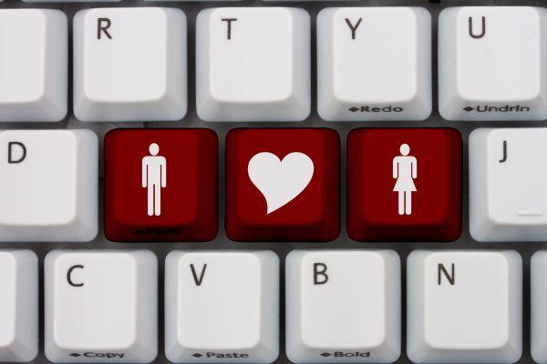 89% מהרבנים מאמינים שהאינטרנט עוזר לשידוכים