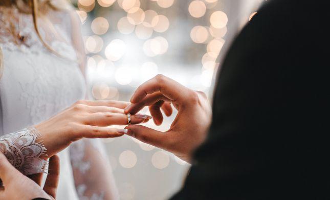 """ערב ט""""ו באב: עלייה במספר המתחתנים מחוץ לרבנות"""