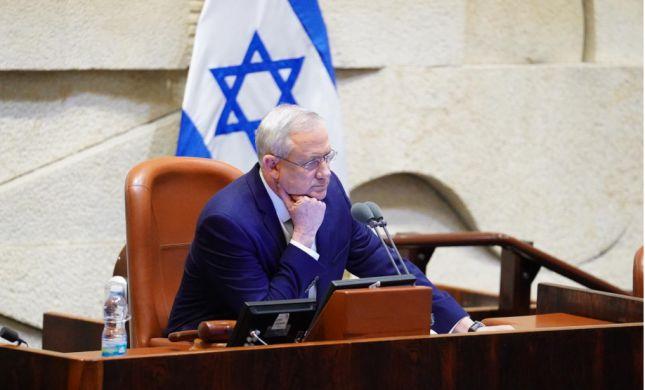 גנץ לאבו מאזן ולפלסטינים: ידינו מושטת לשלום
