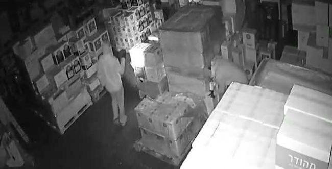 """2 בדואים גונבים אלכוהול בשווי 400,000 ש""""ח. צפו"""