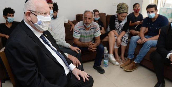 """ריבלין בבית הרב אוחיון: """"כאבו של העם כולו"""""""