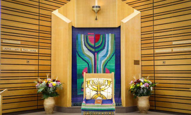 שתי ערים נוספות הודיעו על סגירת בתי הכנסת